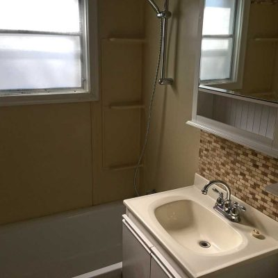 856 - 856-Keith-Street-bathroom-apartment-rental