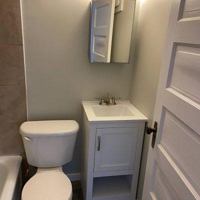 maur - maur-apartment-rental-201-ominica-st-w-moose-jaw-bathroom-2