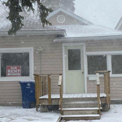 566 - 566-hochelega-moose-jaw-house-rental-9
