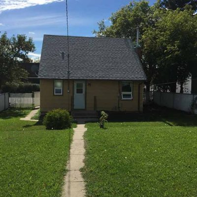 662 - 662-caribou-street-west-house-rental-moose-jaw-backyard2